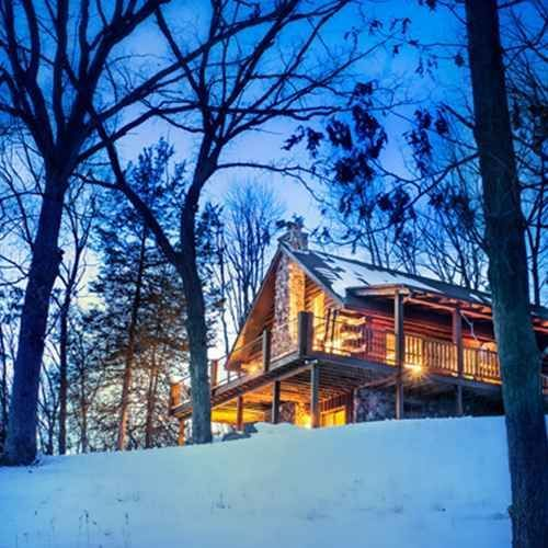 6 Romantic Cabins For A Warm Wisconsin Winter Romantic Cabin Wisconsin Vacation Romantic Getaways In Wisconsin