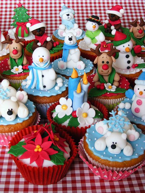 christmas cupcakes (snowmen, ice bear, ren deer, christmas tree)