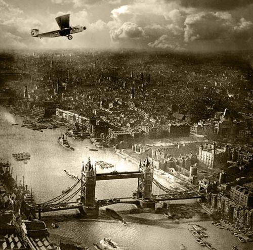 Tower Bridge, London 1920s /  Alfred G. Buckham