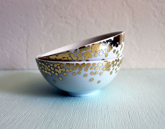 DIY DIY DIY! Gold leaf DIY confetti bowl! (Though there are some alarmist snarky commenters that imply it wouldn't be safe to eat... but if the metal paint is on the outside I don't see the big deal.)