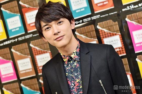 シャツがおしゃれな吉沢亮の高画質画像