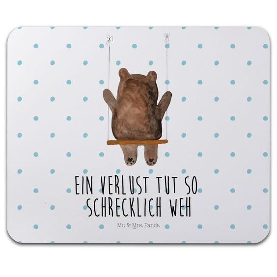 Mauspad Druck Bär Schaukel aus Naturkautschuk  black - Das Original von Mr. & Mrs. Panda.  Ein wunderschönes Mouse Pad der Marke Mr. & Mrs. Panda. Alle Motive werden liebevoll gestaltet und in unserer Manufaktur in Norddeutschland per Hand auf die Mouse Pads aufgebracht.    Über unser Motiv Bär Schaukel  Der wunderbare Schaukel Bär ist ein besonders schönes und liebevolles Motiv aus der Beary Times Kollektion von Mr. & Mrs. Panda.    Verwendete Materialien  ##MATERIALS_DESCRIPTION##    Über…