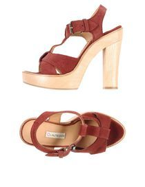 scarpa con tacco alto comodo, questo modello di scarpa ha un cinturino che non taglia la gamba perché la scarpa e' alta e il cinturino rimane più basso della caviglia . colore rosso trovato su yoox