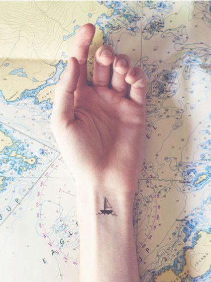Die Weltkarte haben mittlerweile viele. Also warum nicht die Reiselust auf andere Art und Weise präsentieren.