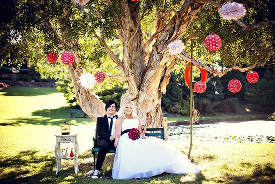 Wedding-tree-poms-lanters.jpg (550×367)
