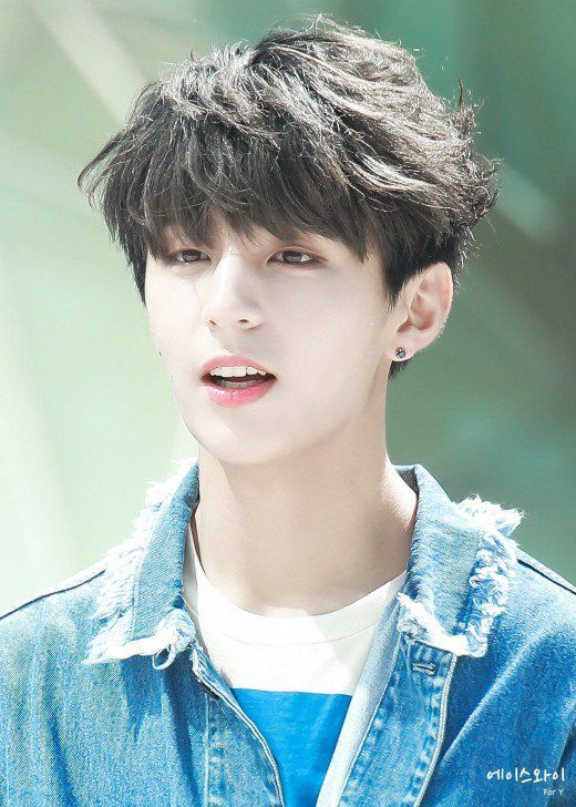 Latest Trendy Asian And Korean Hairstyles For Men 2019 Korean Men Hairstyle Korean Hairstyle Asian Hair