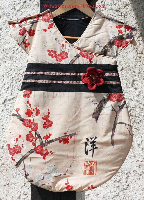 turbulette japonisante. Gro Bag, gigoteuse. Patron gratuit, free pattern : http://shop.kallou.fr/patrons-et-livres-de-couture/459-patrons-kallou.html