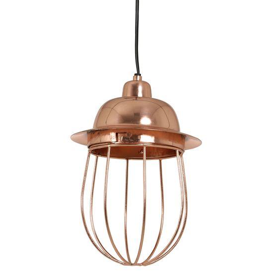 Schitterend is deze hanglamp Frida rosé goud van het merk Light&Living. De lamp is geïnspireerd op de scheepslampen van vroeger, maar dan in een nieuw jasje! Deze gave draadjeslamp heeft een mooie rosé gouden kleur en is gemaakt van metaal. Hanglamp Frida heeft een mooie open structuur waardoor de lamp extra goed zicht baar is. De mooie draadlamp Frida heeft een diameter van 20cm en een hoogte van 30cm. Tip: Leuk om verschillende rosé gouden lampen samen op te hangen.