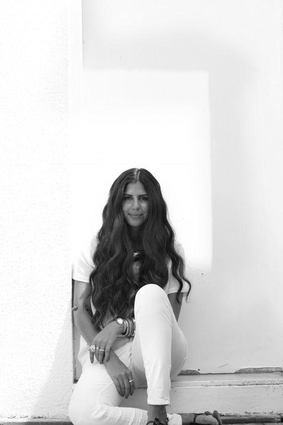 Im Interview hat uns Nathalie Trad verraten, dass ihre Entwürfe stark von ihrer eigenen Herkunft – die Designerin wurde in Beirut geboren und ist in Dubai aufgewachsen – beeinflusst sind