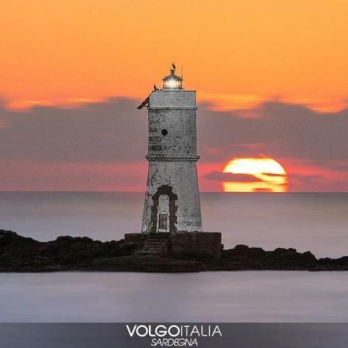 Sardegna: #Faro di #Mangiabarche. Calasetta  Foto di @sascaro ... (volgo_sardegna) (link: http://ift.tt/2kCvy0Q )