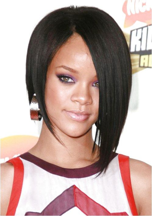 Rihanna First Asymmetric Bob Haircut Jpg 600710 Over60shairstyles Click For Info Rihanna Short Haircut Short Hair Styles Short Bob Hairstyles