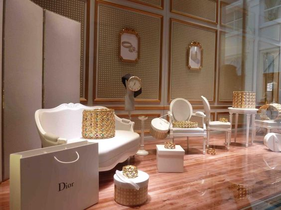 maison dior joaillerie at biennale des antiquaires grand. Black Bedroom Furniture Sets. Home Design Ideas