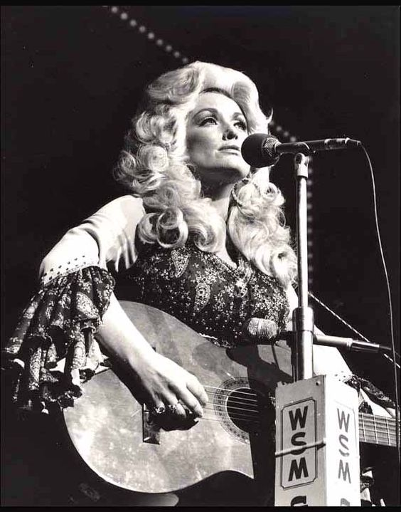 """the stunning """"queen of country music""""..............(dolly parton)"""