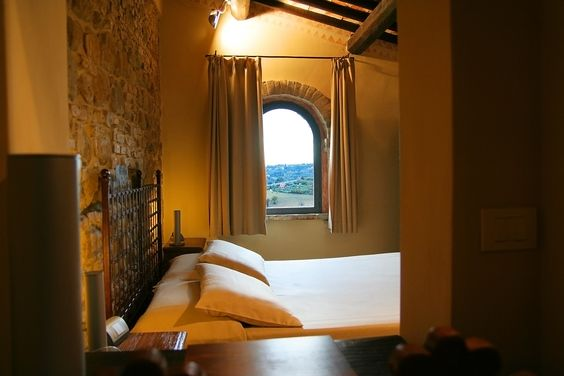 Superior Room Del Gastaldo - cozy room with view, accessible from the outside or by elevator from the interiors of the castle