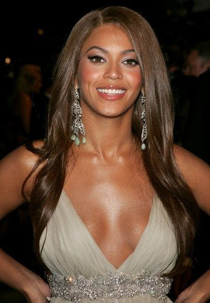 Beyonce Knowles Photos - Recording artist Beyonce arrives at the 2007 Vanity Fair Oscar Party at Mortons on February 25, 2007 in West Hollywood, California. - 2007 Vanity Fair Oscar Party
