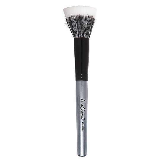 The Face Secrets Bronzer Brush The Face Secrets Bronzer Brush is crafted to the highest quality standards. Designed especially to apply bronzer and to release powder evenly and effortlessly with flawless results. Mixture of synthetic and goat hair.