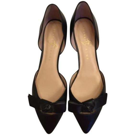 Pre-owned Ivanka Trump Black Flats ($154) ❤ liked on Polyvore featuring shoes, flats, black, black bow flats, black pointed toe flats, leather shoes, ivanka trump shoes and black flats