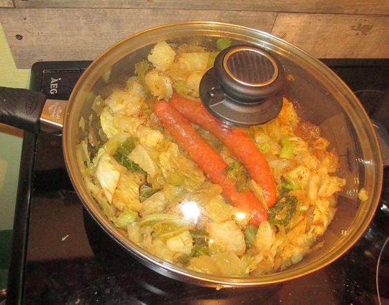 Leckere Wirsingkohlpfanne mit Würstel aus der Gastroluxpfanne http://www.gastrolux-shop.de/