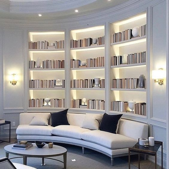 "1,168 mentions J'aime, 19 commentaires - Louise Hjorth (@stylebylojs) sur Instagram : ""This round bookshelf Love the lightning via: @ashleytstark #luxury #luxuryhome #architecture…"""