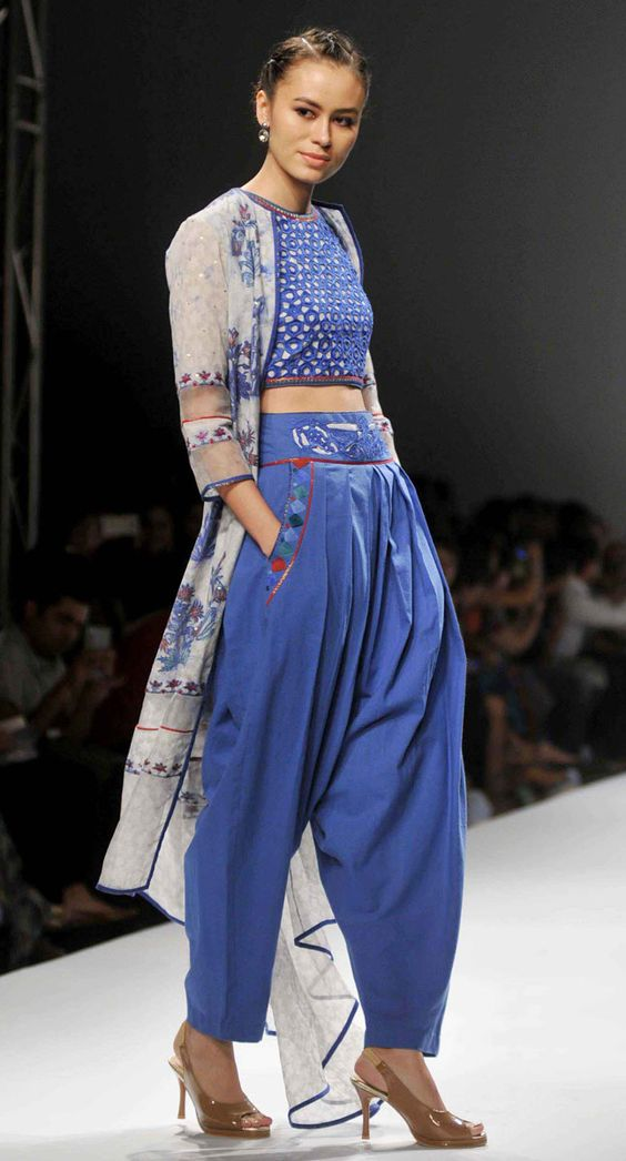 Poonam Dubey AIFW SS 2016 Indian Fashion