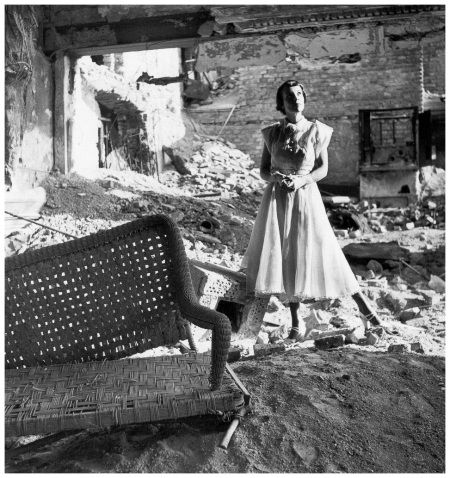 Fashion among the ruins, Café Annast, Munich, photo by Regina Relang, 1946