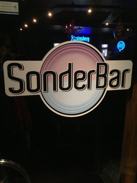 Sonderbar in Freiburg im Breisgau, Baden-Württemberg; Die institutionelle schwul-lesbische Hinterhof-Bar ist auch ohne spontan einberufene DJ-Beschallung eine Attraktion.