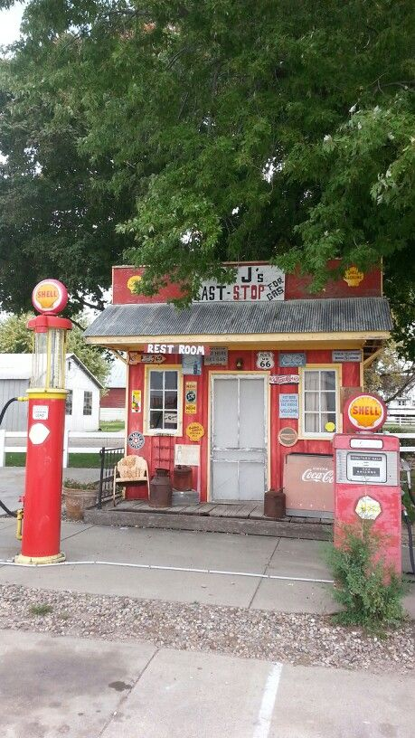 Old shell gas station in David city Nebraska