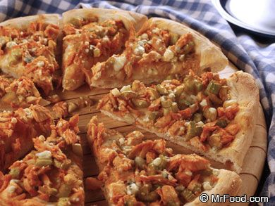 Touchdown Buffalo Chicken Pizza | mrfood.com (Would use different cheese)