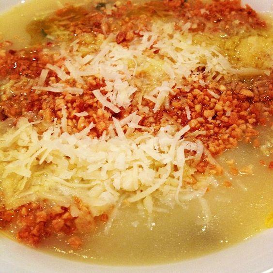 Creme de pupunha com alho torrado e queijo by mariosomajr, via Flickr