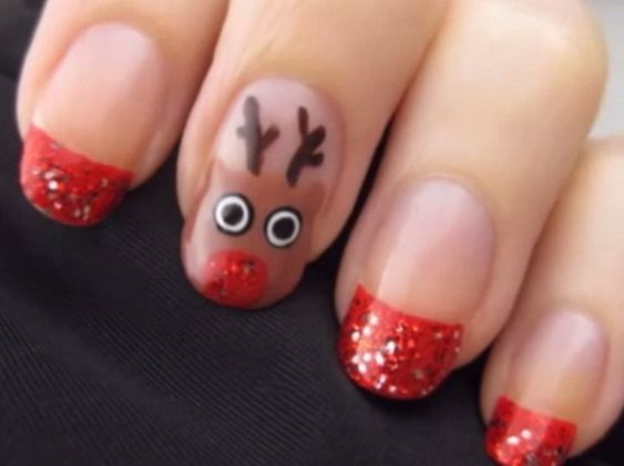 A continual to the winter holiday nail arts, how can we miss out on Santa's helper, Rudolph. cutepolish is back with a cute and festive nail art. It's prefect for the Christmas holiday!: