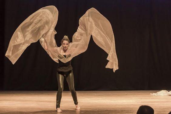 Com o objetivo de permitir que a população tenha acesso à parte da produção cultural existente hoje na capital mineira, a mostra contempla apresentações de teatro, dança e shows musicais.