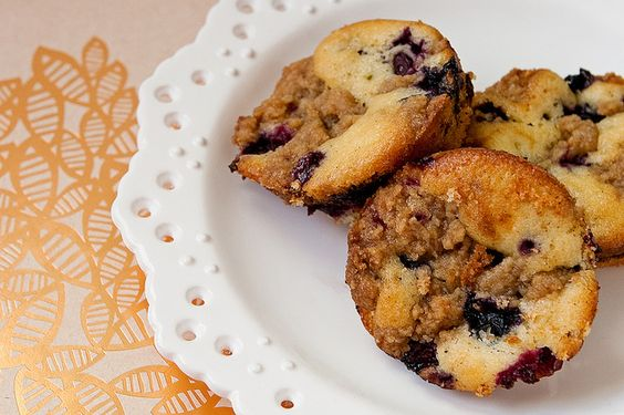 vanilla and blueberry crumb cake
