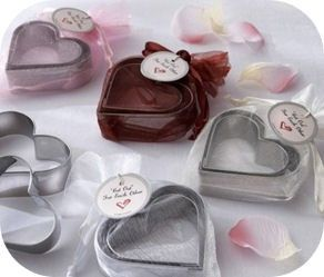 wedding favor idea - not sure what they did here BUT did like the idea of a cookie cutter favor!