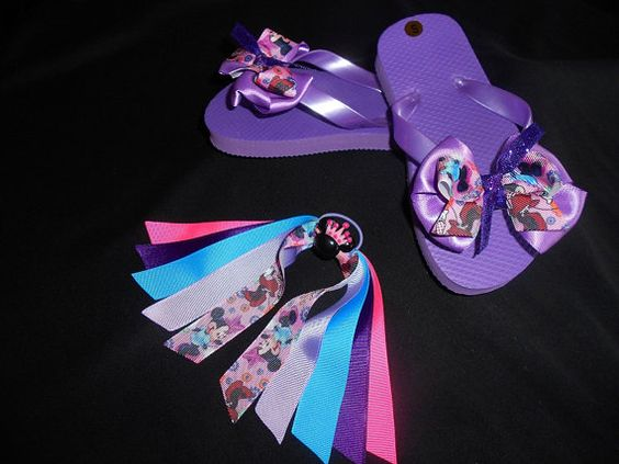 Minnie Mouse Flip Flops and Matching Pony O by GrandmasBowsonETSY, $20.00