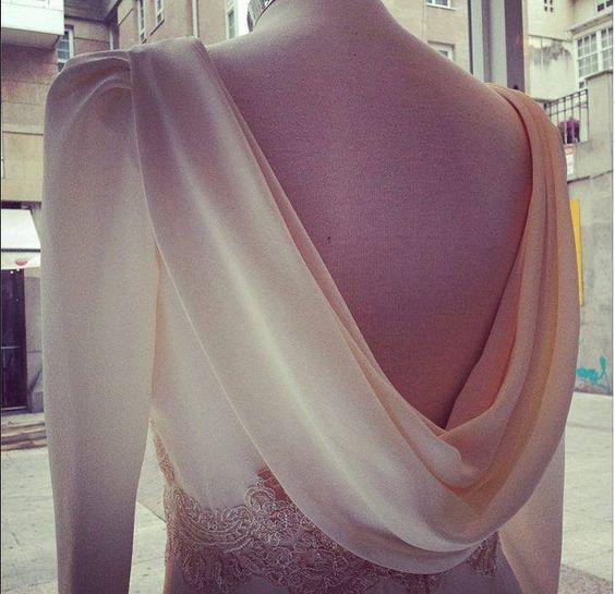 Backless bride
