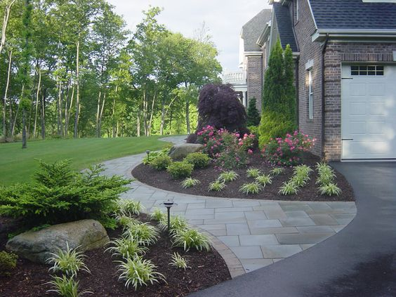 Walkways courtyard landscaping and paver walkway on pinterest for Front yard courtyard design