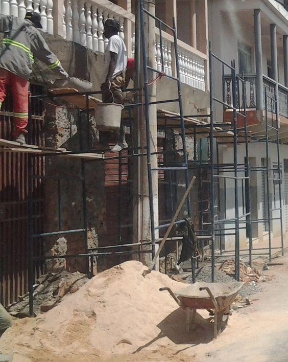 Caso o andaime já esteja construído, as análises preliminares de risco e as permissões de trabalho para escavações deverão obedecer a esta proibição.
