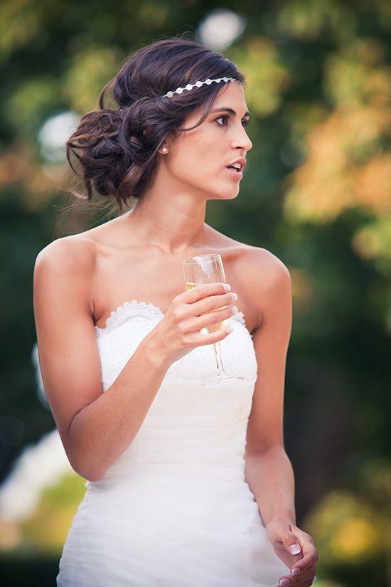 coiffure de mariée avec headband et chignon lâche , http//www.lothmann
