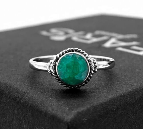 Super clean emerald ring with diamonds in 925 sterling solid silver