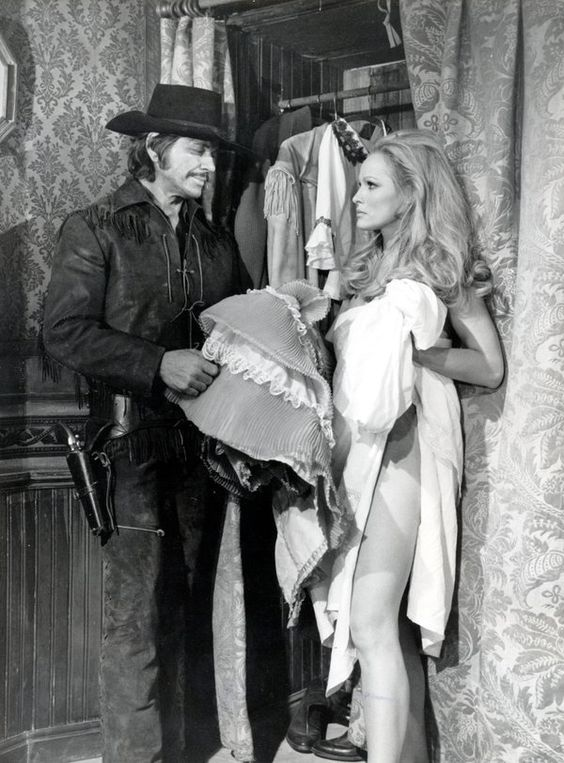 Charles Bronson and Ursula Andress in Red sun directed by Terence Young, 1971