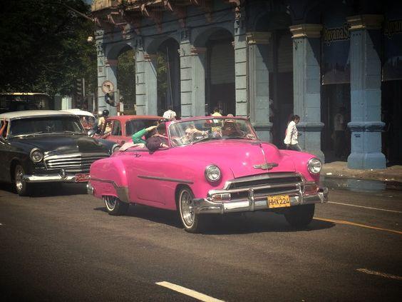 Pink Chevrolet aus den #50 - immer noch unterwegs auf den Straßen von Havanna :) >>Please Follow I follow back!<<