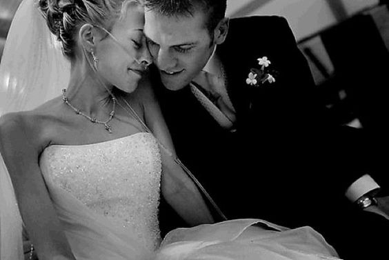 Μια Χριστουγεννιάτικη Ιστορία Γάμου, γεμάτη αγάπη... γεμάτη από τη δύναμη της αγάπης... Φυσικά, από την Κωνσταντίνα Τασσοπούλου. http://www.gamos-portal.gr/blog/istories-gamou/ftwxos-o-gamos/#.VJRJoP8Ogg