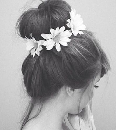 Flowers crown bun.