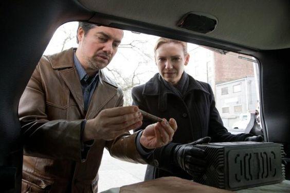 Kevin Corrigan and Anna Torv in Fringe (2008)