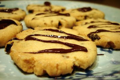 Finding Joy in My Kitchen: Search results for Cherry dark chocolate shortbread