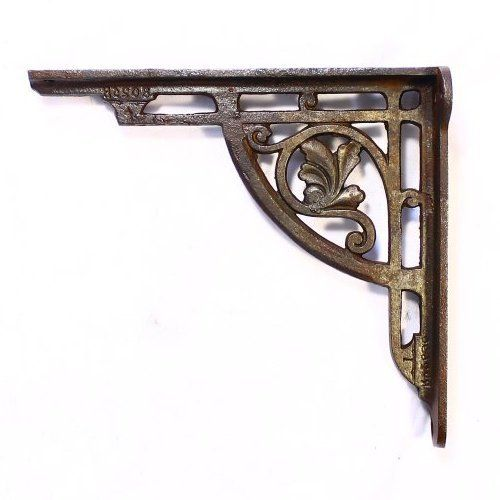 A good heavy pair of cast iron shelf brackets. Rd No 26903: 1845(?). Picture shows a single bracket, price is per pair(2), 1 pair available. £48.00