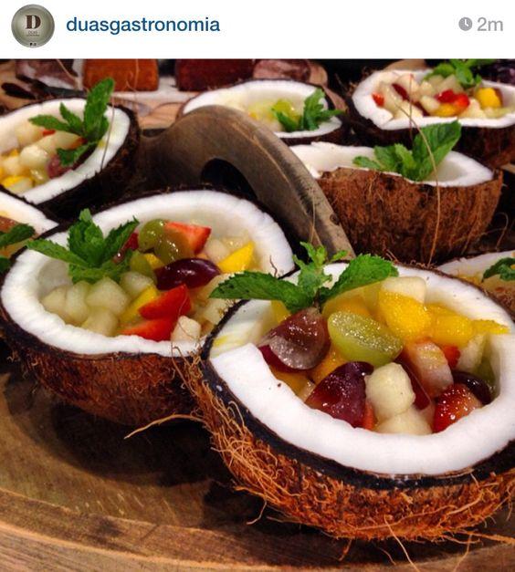 Inspiração: salada de frutas no coco