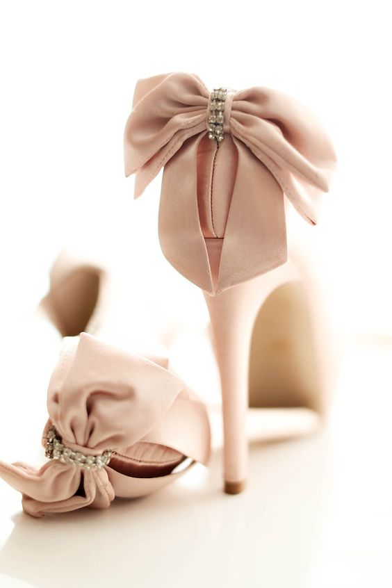 Blush pink high heel shoes with cute bows. Gorgeous Wedding