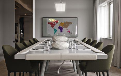Designer francês Mathieu Lehanneur  criou uma sala de reuniões em uma Londres do hotel  , onde os hóspedes podem relaxar sob um dossel com uma imagem de árvores projetadas em sua superfície