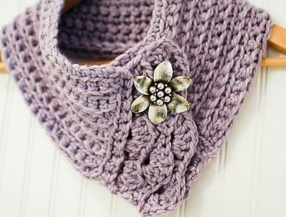 We've been rounding up some speedy chunky crochet patterns to make on the run-up to Christmas!  Whether you want to make handmade gifts, or treat yourself